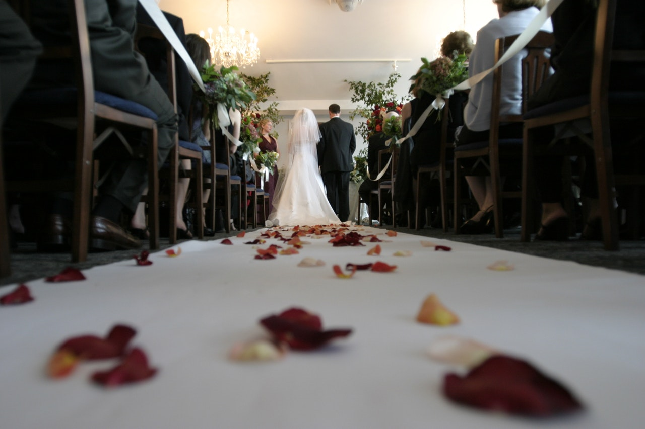 how to cut down wedding cost